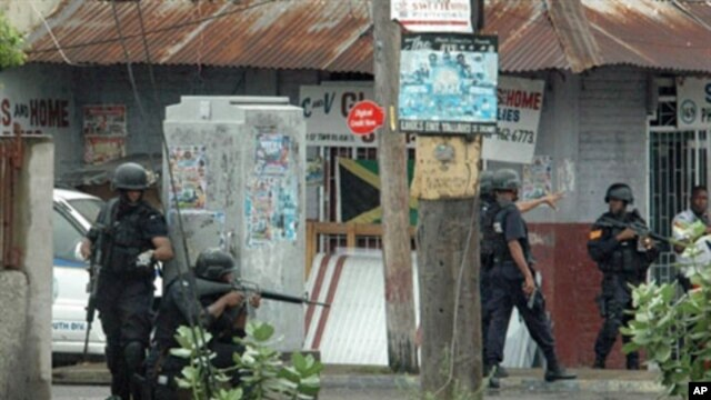 Police are on patrol in Kingston, Jamaica, 24 May 2010