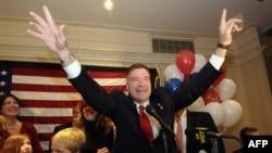 Jedan od republikanskih kandidata za Predstavnički dom slavi pobedu nad demokratskim rivalom