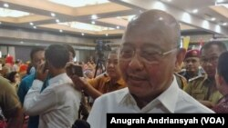 Wali Kota Medan Dzulmi Eldin diwawancarai wartawan usai Musyawarah Rencana Pembangunan (Musrenbang) di Hotel Emerald Garden, Medan, 13 Maret 2019. (Foto: Anugrah/VOA)