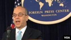 Trợ lý Ngoại trưởng Mỹ phụ trách các vấn đề Đông Á và Thái Bình Dương Daniel Russel phát biểu trong cuộc họp báo ở Trung Tâm Báo Chí Quốc Tế tại Washington.