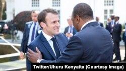 Le président français Emmanuel Macron et son homologue kényan se salue à Nairobi, Kenya, le 13 mars 2019. (Twitter/Uhuru Kenyatta)