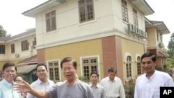 緬甸前總理欽紐星期五被解除軟禁後在仰光發表講話