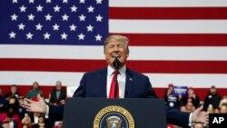 Le président Donald Trump lors d'un rassemblement à l'Atlantic Aviation à Moon Township, le 10 mars 2018.