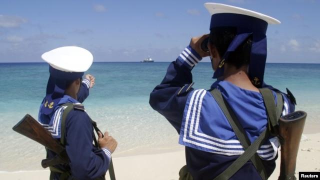 Binh sĩ hải quân Việt Nam tuần tra trên quần đảo Trường Sa.