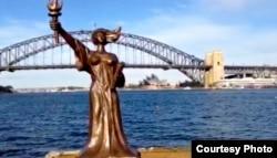 民主女神像在悉尼海边(陈维明提供)