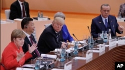 앙겔라 메르켈 톡일 총리가 7일 함부르크에서 첫날 회의를 주재하고 있다.