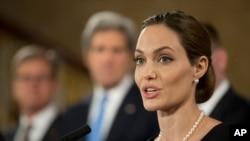 La actriz estadounidense Angelina Jolie dijo haberse hecho una doble mastectomía preventiva.