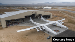 "Avion ""Roc"" firme ""Stratolaunch"""