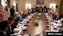 11일 워싱턴 백악관에서 미-한 확대정상회담이 열렸다.