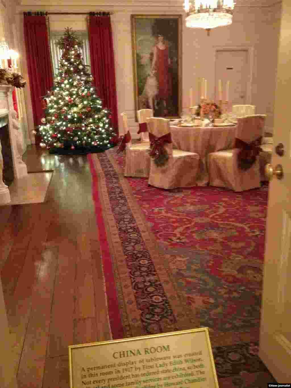 ຫ້ອງ ຈີນ ຫລື China Room (White House Christmas Tour, Dec. 22, 2012)