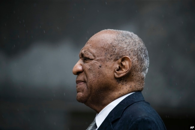 Bill Cosby exits the Montgomery County Courthouse after a mistrial in his sexual assault case in Norristown, Pennsylvania, June 17, 2017.