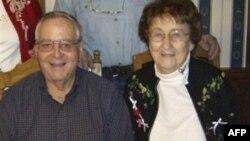 Helen Kolins, starica koja je spustila avion, sa suprugom Džonom koji je preminuo za komandama