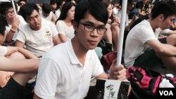參與罷課集會的香港科技大學學生袁宏康表示,主要是向人大落閘的香港特首普選決定說不。(美國之音湯惠芸)