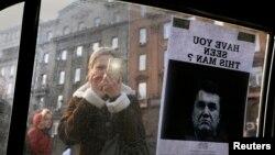 Người phụ nữ chụp ảnh lệnh 'Truy nã' tổng thống Victor Yanukovich, 24/2/14