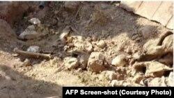 بر اساس گزارش ها، صد ها قربانی تندروان داعش در این گور های دسته جمعی دفن استند