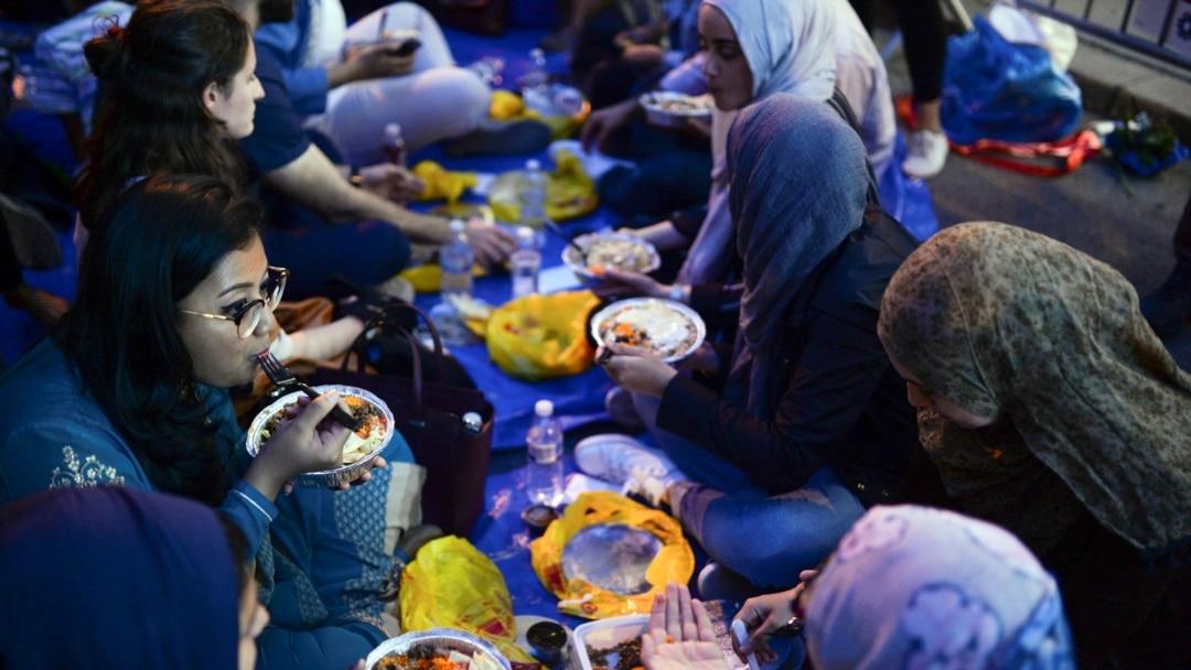 Hasil gambar untuk ilustrasi bulan ramadhan indonesia