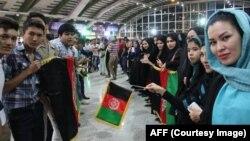 مهاجرین مقیم در مشهد که به استقبال ملی پوشان افغانستان آمده اند.