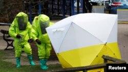 هشدار ایمنی پلیس بریتانیا در محل یافت شدن جاسوس دوجانبه روس و دختر او، در مقابل مرکز خریدی در سالیزبوری، به قوت خود باقی است.