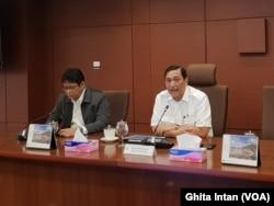 Menteri Koordinator Bidang Kemaritiman Luhut Binsar Panjaitan (tengah) dalam acara Coffee Morning, di Kantor Kemenko Maritim, Jakarta, Selasa, 2 Juli 2019. (Foto: Ghita Intan)