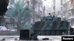 Binh sĩ Libăng tuần tra lối vào khu phố Bab al-Tebbaneh của người Hồi giáo Sunni, ngày 22/10/2012