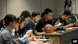 德克萨斯大学达拉斯分校,学生们正在参加新生入学培训。