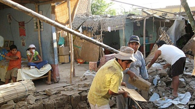 People remove bricks after a magnitude-6.9 earthquake hit the area in Ica, Peru, October 28, 2011.