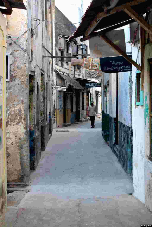 قدمت خیابانهای لامو به قرن دوازدهم میلادی میرسد.