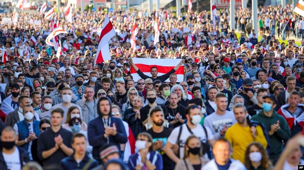 资料照片:白俄罗斯民众走上首都明斯克的街头举行抗议活动(2020年9月20号)。