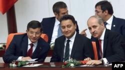 علی باباکن کے بقول اے کے پارٹی اپنے بنیادی اصولوں سے پیچھے ہٹ گئی ہے۔ (فائل فوٹو)