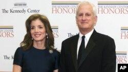 Caroline Kennedy junto a su esposo Edwin Scholssberg, en una gala en Washington, en 2012.