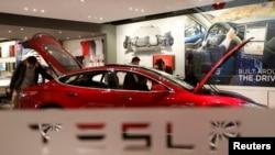 Mobil listrik Tesla Motors Model S P85 (foto: dok).