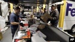 Cuaca buruk di beberapa bagian Amerika telah mengakibatkan tertundanya pengiriman paket Natal (foto: ilustrasi).
