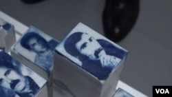 Beberapa gambar 'korban hilang' ditampilkan dalam pameran di Istanbul, Turki Selasa (21/5).
