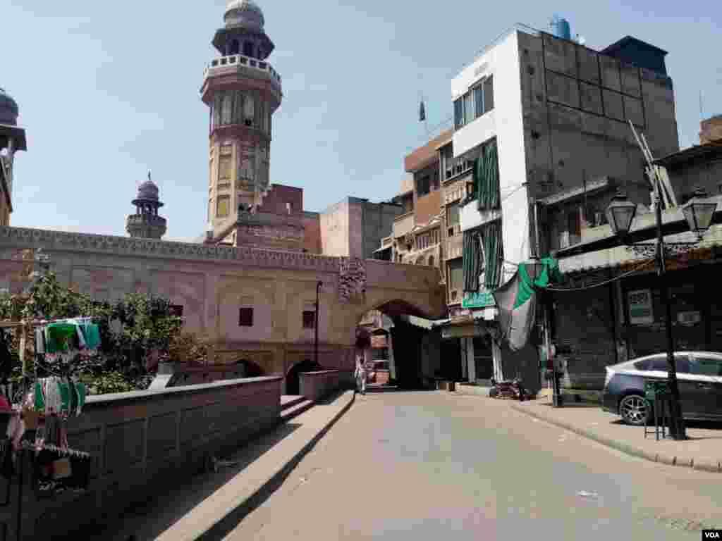 دہلی گیٹ لاہور کا ایک منظر۔