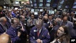 Situasi di bursa saham New York (Foto: dok). Perekonomian Amerika yang lebih ekspansif dinilai pengamat lebih mempengaruhi kondisi di Indonesia dibanding pengaruh Eropa.