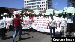 Zimbabwe's biggest labor movement, ZCTU, says government wants to change laws to retrench workers.