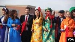 Nghị sĩ Janet Nguyễn (đảng Cộng hòa) tại một sinh hoạt với cộng đồng gốc Việt tại Quận Cam, California.