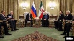 آقای پوتین در تهران با رئیس جمهوری و همچنین رهبر جمهوری اسلامی ایران دیدار کرد.