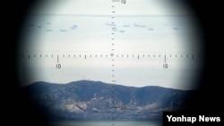 서해 연평도 인근 북방한계선(NLL)에서 2마일 가량 남하해 조업을하는 북한 어선들