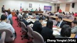 台灣立法院經濟委員會5月19號會議現場(美國之音張永泰拍攝)