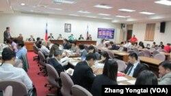 台湾立法院经济委员会5月19号会议现场(美国之音张永泰拍摄)