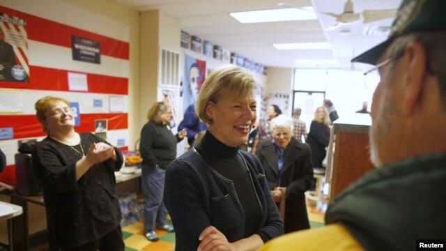 Ứng viên đảng Dân chủ Tammy Baldwin làm nên lịch sử, trở thành người người đồng tính công khai đầu tiên được bầu vào Thượng viện