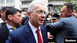 L'ancien président colombien Alvaro Uribe avant une audience à la Cour suprême de Bogota, Colombie, 8 octobre 2019. (REUTERS/Leonardo Munoz)