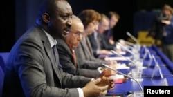Ngoại trưởng Mali Tieman Hubert Coulibaly nói chuyện tại buổi họp báo sau cuộc họp tại Brussel, 5/2/13