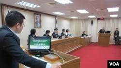 台灣立法院外交及國防委員會11月12號質詢的情形。(美國之音張永泰拍攝)