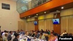 ဇူလိုင္လ ၁၆ရက္က ပင္လုံညီလာခံ အႀကိဳျပင္ဆင္ေရး ေကာ္မတီ - DPN ေဆြးေႏြးမႈ။ (ဓါတ္ပံု - Facebook/Hla Maung Shwe)