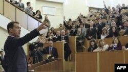 Дмитрий Медведев выступает перед студентами МЭИ. 29 марта 2011 год