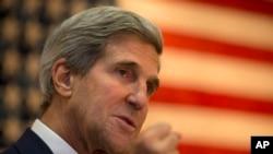 John Kerry Afganistan'da Amerikan birliklerini de ziyaret etti
