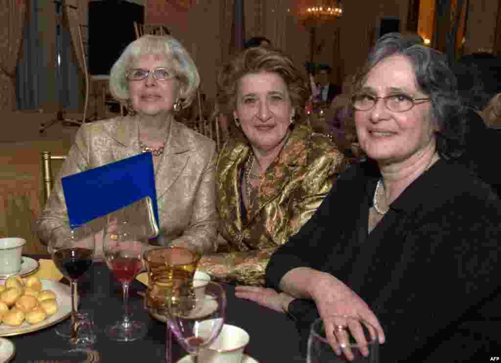 Супруга посла РФ в США Наталья Кисляк, Ксения Воеводская и Мария Потапова