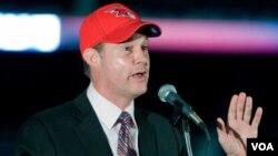 Meruelo, el nuevo dueño de los Hawks, posee también un casino en Reno (Nevada) y una estación de televisión en Los Ángeles.